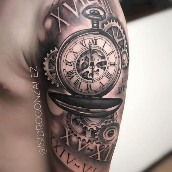 Tatuaje en el brazo hombre reloj1