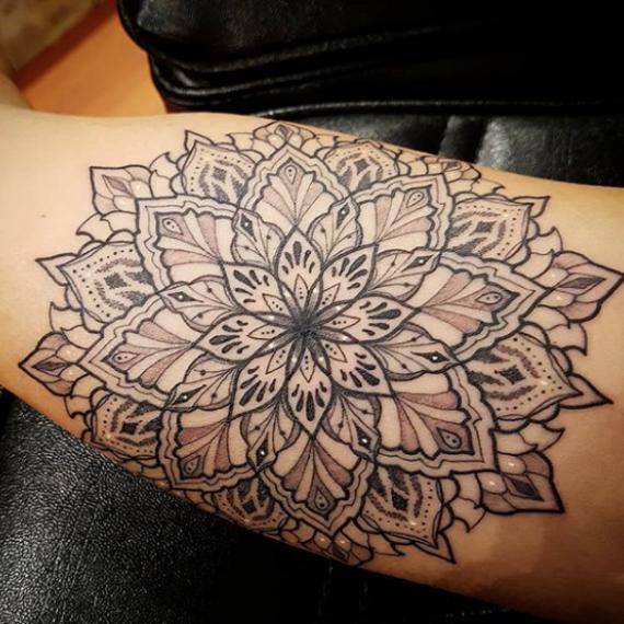 Tatuaje mandala 11