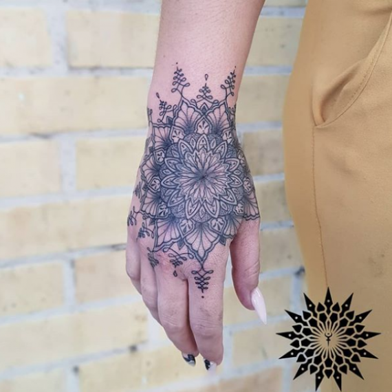 Tatuaje mandala 51