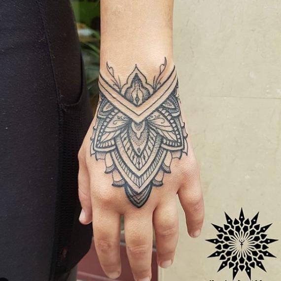 Tatuaje mandala 91