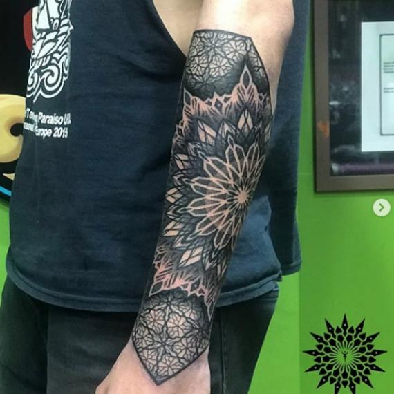 Tatuaje mandala en el brazo1